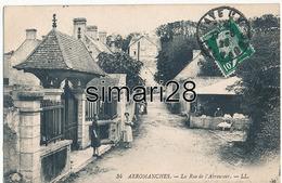 ARROMANCHES - N° 34 - LA RUE DE L'ABREUVOIR - Arromanches