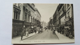Angleterre - Folkestone - Tontine Street - Colonne De Carte Postale Devant Le Bazar - Folkestone