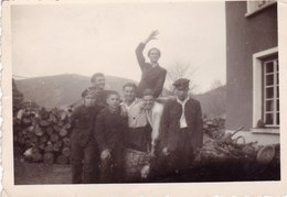 Very Old Real Original Photo - Young Men Friends Posing - 8.5x6 Cm - Persone Anonimi