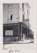 PHOTOGRAPHIE ORIGINALE SAUMUR Juin 1944  Place Du Roi René - Avenue Du Général De Gaulle Pharmacie Normale Des Ponts - Luoghi