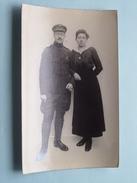 SOLDAAT / Militair / Soldier Met Dame : Ster Op Kraag + Medaille ( Zie Foto Voor Details ) !! - Personen