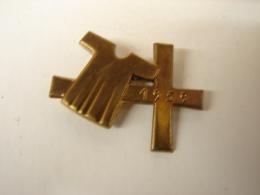 Rel. 3. Broche De 1959 Avec Croix Et Chasuble