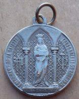 Med-2568   Médaille Ancienne Gravée Paris N.D. De La Salette