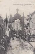 COURSEULLES SUR MER  INSTALLATION DE MONSEUR LE CURE LE 1ER MAI 1910 PROCESSION BELLE ANIMATION - Courseulles-sur-Mer
