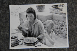 RARE Reproduction PHOTO - BENO GRAZIANI Reporter Pour PARIS MATCH - Jackie KENNEDY Et CAROLINE. - Reproductions