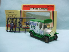 Lledo Days Gone - FORD MODEL T Van Fourgon 1920 Stretton Spring Water + Personnages BO - Utilitaires