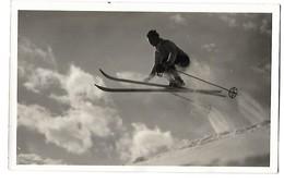 CPA SKI Un Skieur Fait Un Saut