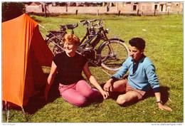 Couple En Camping - Parejas