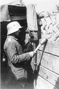 Militaria WW1 - Grenadier Allemand Dans Une Tranchée De La Somme En 1916 - 1914-18