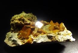 Wulfenite ( 4.5 X 2.5 X 2.5 Cm) - Touissit - Jerada, Oriental Region -  Morocco - Minéraux