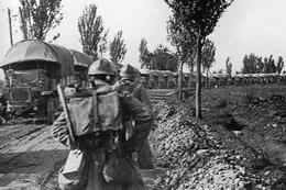 Militaria WW1 - Convoi De Camions Sur La Voie Sacrée En 1916 - 1914-18