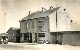 MERLAUT CENTRE  CAFE DECENLIS - France