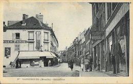 Sarrebourg (Moselle) - Grand'rue, Belle Animation: Commerces (confection) - Carte F.R.S. N° 107 - Sarrebourg