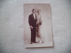 CARTE PHOTO COUPLE DE MARIES ...SIGNE LE ROUGE ? - Noces