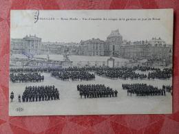 Dep 78 , Cpa VERSAILLES , Revue Hoche , Vue D'ensemble Des Troupes De La Garnison Un Jour De Revue (063) - Versailles