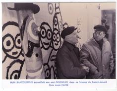 PHOTO   DU  PEINTRE         SANFOURCHE ET SON AMI PHOTOGRAPHE DOISNEAU      87    SAINT LEONARD     PHOTO ANNIE FAURE - Célébrités