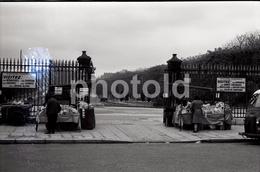 1963 VENDEURS JARDIN PARIS FRANCE 35mm  AMATEUR NEGATIVE NOT PHOTO NEGATIVO NO FOTO - Other