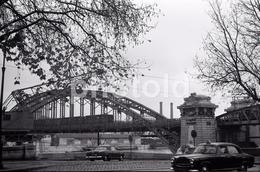 1963 PEUGEOT 403 CABRIOLET METRO AUSTERLITZ PARIS FRANCE 35mm  AMATEUR NEGATIVE NOT PHOTO NEGATIVO NO FOTO - Other