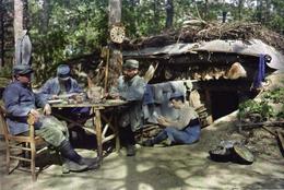 Militaria WW1 - Fantassins Devant Leur Abri - 1914-18