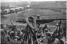 Militaria WW1 - Fantassins Et Camions Sur La Voie Sacrée - 1914-18