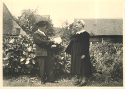 GLOMEL (côtes Du Nord) - Vieux Bretons En Costume Folklorique. (photo13x18cm Environ En 1953). - Lieux