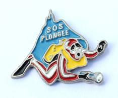 Pin's  SOS PLONGEE - Plongeur - Silhouette De NOTRE DAME DE LA GARDE - Winslow I.C  - G266 - Diving