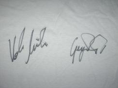9504- Basket, Autografi Di Valerio Mazzola (Virtus Bologna) E Giorgio Piunti (Lecco) Su T Shirt - Autografi