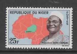 TIMBRE NEUF DU NIGER - PRESIDENT DIORI HAMANI (4E ANNIVERSAIRE DE LA REPUBLIQUE) N° Y&T 118 - Beroemde Personen