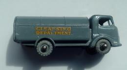 Lesney No 11 Petrol Tanker ESSO - Restoration Project - Automobili