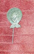 CROATIA MOUNTAINEERING FEDERATION, VINTAGE ORIGINAL PIN - Badges