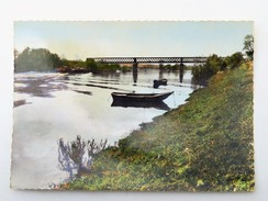 C.P.A. 27 LE MANOIR (Eure) : Les Bords De Seine, Péniche, Pont, Barque - Le Manoir