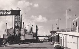 CPSM  Dentelée  NB En PF  De  DUNKERQUE  (59)  -  La Gare Maritime Et L' Entrée Du Ferry-Boat      //  TBE - Dunkerque