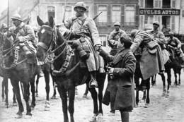 Militaria WW1 -Pause Pour Cavaliers Français à Hesdin Le 14 Avril 1918 - 1914-18