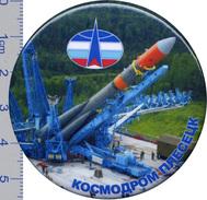 91-1 Space Russian Pin.  Plesetsk Cosmodrome 60 Anniversary  D-56mm - Raumfahrt