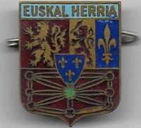 EUSKAL HERRIA - Insigne émaillé Du Pays Basque - Insignes & Rubans