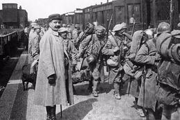 Militaria WW1 - Noyon - Embarquement Des Troupes En Gare - 1914-18