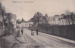91 YERRES  Un Coin De La Ville Au Fond Commerce JULIEN DAMOY  Femme Et Sa Lessive Rue De CONCY - Yerres