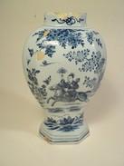 Vase Camaïeu Bleu Delft XVIIIème Décor Cavalier Chinois 18th Delft Blue Shades Vase - Delft (NLD)