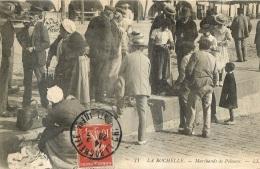 LA ROCHELLE MARCHANDS DE POISSONS - La Rochelle