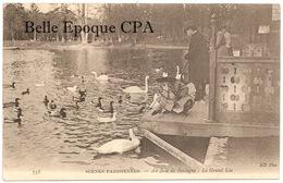 75 - PARIS - SCÈNES PARISIENNES #738 - Au Bois De Boulogne / Le Grand Lac +++++ ND Phot. +++++ Cygnes - Petits Métiers à Paris