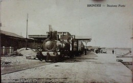 BRINDISI - Vue Animée Peu Courante STAZIONE Di PORTO Train TRENO Locomotiva - Brindisi