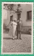 Couple - Lucien Et Jeannette Devant Une Maison - Personnes Anonymes