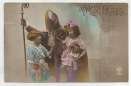 Saint Nicolas En Mauve, Mitre Et Crosse. Deux Petites Filles, Jouets. - Sinterklaas