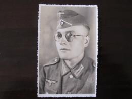 Carte  Photo  Jeune Soldat Avec Son Calot  Photographié  à L'est  WWII - 1939-45