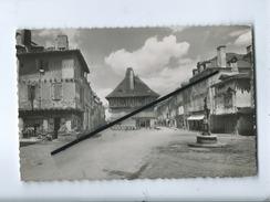 CPSM - St Saint Céré - (Lot) - La Place Du Marcadial Avec Ses Trois Vieilles Maisons - Saint-Céré