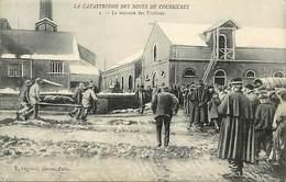 - Pas De Calais -ref-A771- Courrieres - Catastrophe Des Mines - La Remonte Des Victimes - Mine - Mineur - Mineurs -
