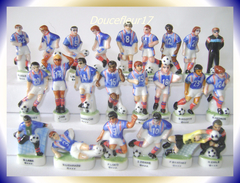Foot Equipe ... Lot De 23 Fèves ... Ref. AFF : 103-1998 ...(pan 0031) - Sports