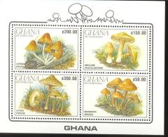 GHANA  1246a  9016 ; MINT NEVER HINGED MINI SHEET OF MUSHROOMS - Paddestoelen