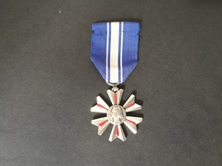 "Medaglia Repubblica Francese ""MERITE DU SANG"" -ME96 - Francia"