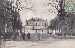 93 VAUJOURS   Animation Les EMPLOYES Dans Le PARC Devant La POUDRERIE  Timbre 1907 - Sin Clasificación